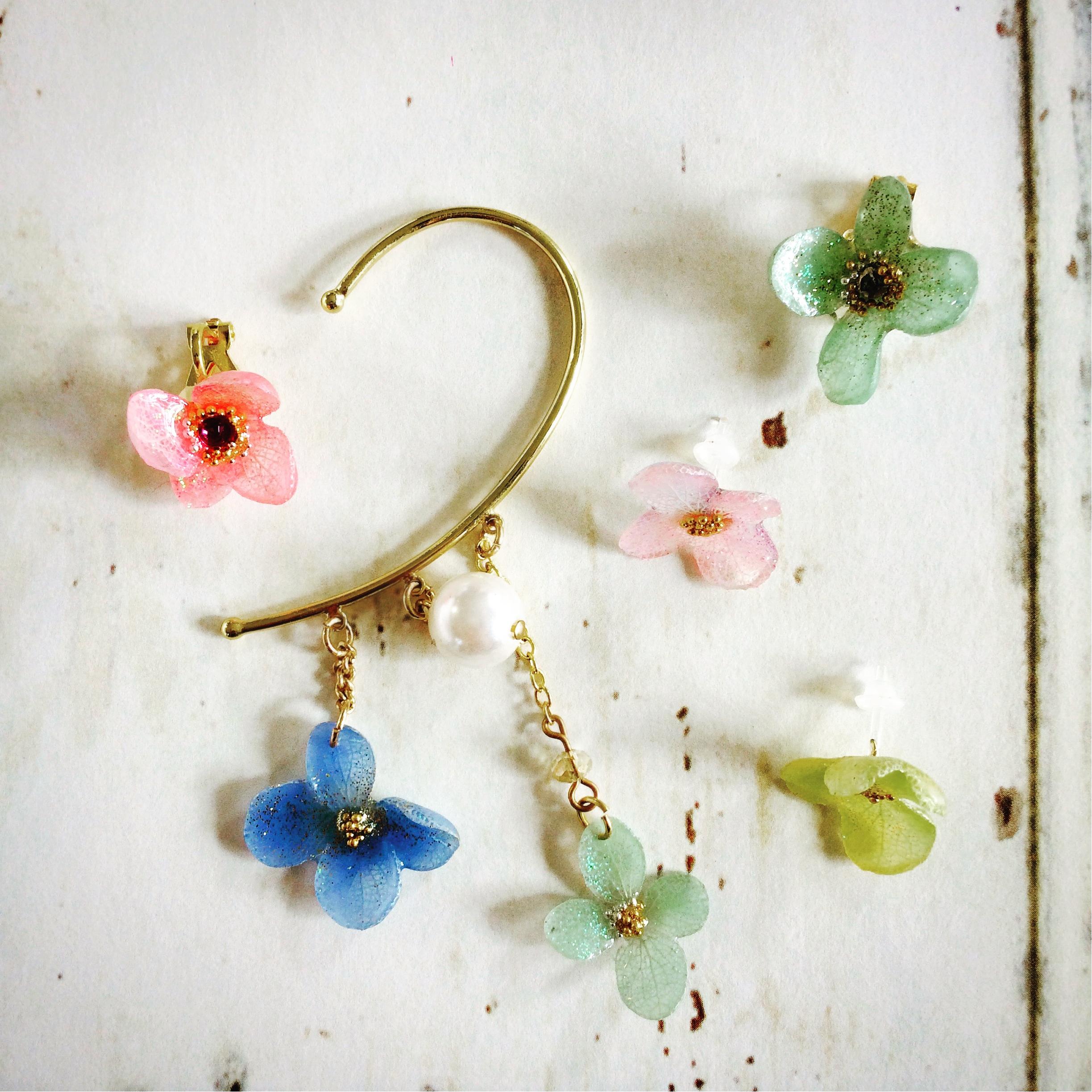 お花を着色しイヤーフックに